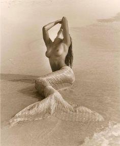 Stephanie Seymour, Hawaii, 1989 Photographer: #HerbRitts #mermaid