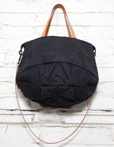 314 Crystal tote bag - waxed cotton: genevieve savard omg the seamline! Tote Backpack, Leather Backpack, Leather Bag, Tote Bag, Crossbody Bag, My Bags, Purses And Bags, Diy Sac, Beautiful Bags