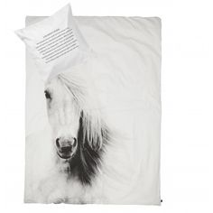 By nord, sengesett hest junior sort/hvit Horse Bedding, Horse Quilt, Duvet Bedding, Linen Bedding, Bed Linens, Childrens Bed Linen, Modern Duvet Covers, Junior Bed, Equestrian Decor