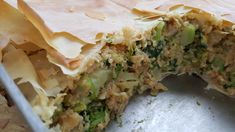 Eiwitrijke broccoli, spinazie, zalm en quinoa ovenschotel Salty Foods, Healthy Food, Healthy Recipes, Oven Dishes, Spanakopita, Sleeve, Ethnic Recipes, Health Foods, Manga