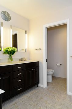 Beautiful bathroom colors ideas to inspire you Cozy Bathroom, Wooden Bathroom, Budget Bathroom, Bathroom Styling, Bathroom Furniture, Bathroom Ideas, Bathroom Layout, Bathroom Cabinets, Small Bathroom