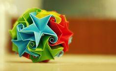 star curler ball / kusudama by ~leezarainboeveins on deviantART  She links to the tutorial in the description