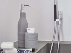 Toothbrush holder PRINCIPE DI BOLLE Re di bolle Collection by Geelli by C.S. | design Monica Graffeo