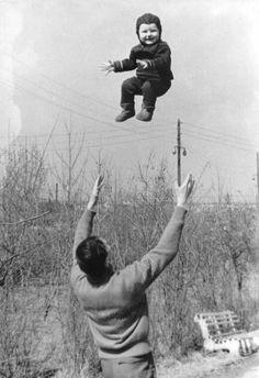 10+ Humorous Street Photos From 1950s France By René Maltête