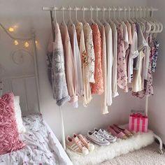 12 Cosas que le hacen falta a tu cuarto para que sea perfecto Teen Girl Bedrooms, Teen Bedroom, Bedroom Inspo, Bedroom Closets, Bedroom Decor, Cute Room Decor, Cute Room Ideas, Cute Bedroom Ideas For Teens, Cool Rooms