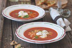Rajčatová polévka s rozpečenými bocconcini | Apetitonline.cz Thai Red Curry, Ethnic Recipes, Food, Eten, Meals, Diet