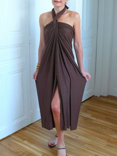 Tutorial for a Red Carpet dress in 20 minutes! Bluffing draped in a jiffy . Fashion Sewing, Diy Fashion, Sewing Clothes, Diy Clothes, Drape Dress Pattern, Draped Dress, Fashion Line, Red Carpet Dresses, Refashion