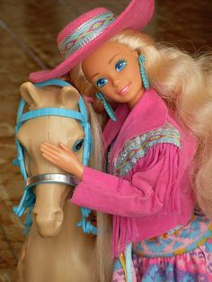 Had this Barbie, the horse had stamps on all the hooves! The 11 Hottest Runway Trends Inspired By Barbies Barbie 80s, Barbie Vintage, Barbie World, Barbie And Ken, Barbie Barbie, Barbie Cake, Vintage Toys, My Childhood Memories, Childhood Toys
