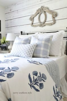 Savvy Southern Style : Summer Styled Guest Bedroom Savvy Southern Style : Summer Styled Guest Bedroom Next İmages: Blue Bedroom, Bedroom Decor, Bedroom Ideas, Master Bedroom, Shabby Bedroom, Bedroom Romantic, Warm Bedroom, Bedroom Pictures, Decorating Bedrooms