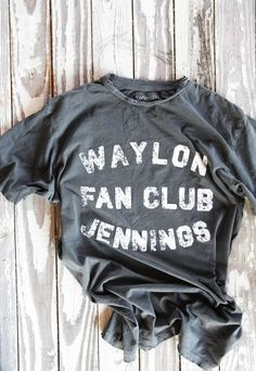 WAYLON JENNINGS FAN CLUB TEE - Junk GYpSy co.