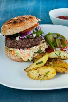 Burger med coleslaw Familiens favorit! Lækre fedtfattige burgers med hjemmelavet coleslaw  SlankeDoktor.dk