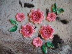 Häkelapplikationen - Blumen Häkelapplikation 12 Teile Häkelblumen - ein Designerstück von karamelkina bei DaWanda