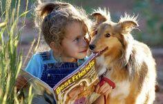 Девочка читает журнал вместе с колли