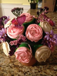 What a fun way to display and gift cupcakes! I had to look twice to realize they were cupcakes. Cupcake Art, Cupcake Cookies, Cupcake Bouqet, Cupcake Queen, Flower Cupcakes, Yummy Cupcakes, Mocha Cupcakes, Gourmet Cupcakes, Strawberry Cupcakes