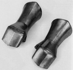 Pair of gantlets Treytz