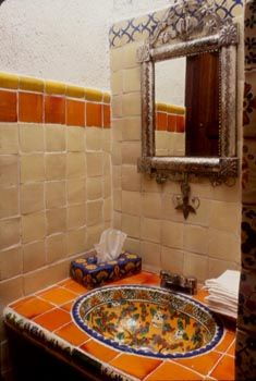 Baño tradicional mexicano. Traditional mexican bathroom