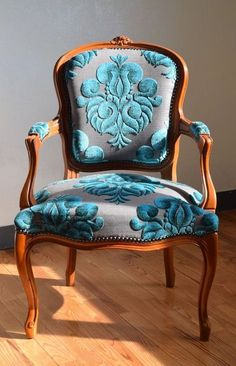 Luxury Classic Chair Designs With French Style - - Anleitung - Chair Design Funky Furniture, Furniture Makeover, Vintage Furniture, Painted Furniture, Lounge Furniture, Furniture Stores, Dining Chair Makeover, Furniture Design, Furniture Online