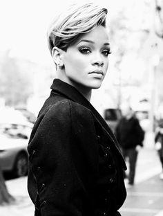 Rihanna - love her hair Cute Hairstyles For Short Hair, Girl Short Hair, Girl Hairstyles, Short Hair Cuts, Short Hair Styles, Rhianna Short Hair, Rihanna Hairstyles, Female Hairstyles, Colored Hair