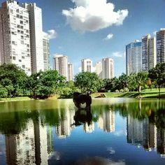 Parque Municipal Flamboyant em Goiânia, GO