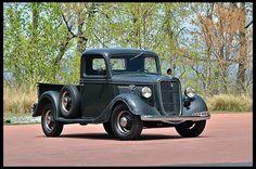 Just love this truck. Just love this truck. Antique Trucks, Vintage Trucks, Antique Cars, Old Ford Trucks, Old Pickup Trucks, Jeep Pickup, Ford Classic Cars, Classic Trucks, Custom Trucks