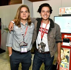 dylan sprouse and cole sprouse kids Dylan E Cole Sprouse, Cole Sprouse Friends, Cole Sprouse Snapchat, Cole Sprouse Shirtless, Sprouse Bros, Cole Sprouse Funny, Cole Sprouse Jughead, Dylan And Cole, Lili Reinhart
