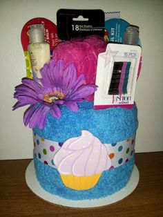 Tween towel cake Okay I freakin love this! this is what I am going to do :) Gifts For Girls, Girl Gifts, Dish Towel Cakes, Homemade Crafts, Diy And Crafts, Spa Cake, Wedding Shower Cakes, Candy Wreath, Towel Crafts