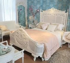 simple... very shabby chic bedroom