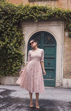 Compared with the cold winter and the hot summer, the spring of this season is pleasant and full of energy. In such a romantic season, every woman should have a skirt. Modest Dresses, Modest Outfits, Dress Outfits, Pink Fashion, Modest Fashion, Fashion Dresses, Dress Skirt, Dress Up, Lace Dress