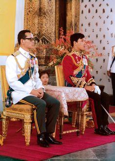 ภาพในหลวง พระบาทสมเด็จพระเจ้าอยู่หัวรัชกาลที่9 King Rama 10, King Bhumipol, King Of Kings, King Queen, Crown Prince Of Thailand, Modern World History, Queen Sirikit, Bhumibol Adulyadej, King Photo