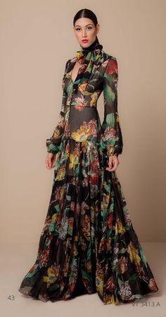 Petite Fashion Tips .Petite Fashion Tips Couture Fashion, Boho Fashion, Fashion Dresses, Womens Fashion, Fashion Design, Petite Fashion, French Fashion, Style Fashion, Fashion Beauty