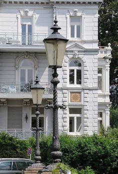 Historische Lampen an der Elbtreppe der Rainvilleterrasse Hamburg Ottensen.