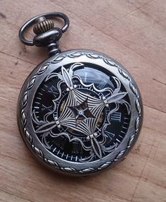 Celtic Pocket Watch with Chain Wedding by PocketwatchPurveyor Relojes de bolsillo para hombres Cool Watches, Watches For Men, Wedding Gifts For Groomsmen, Gift Wedding, Best Fragrance For Men, Mechanical Pocket Watch, Gold Pocket Watch, Gold Chains For Men, Armani Watches