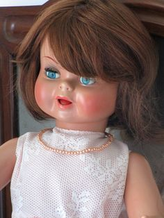 Spanish Guendalina doll from Famosa. The body and head are celluloid. This doll arrived in my hands in perfect condition.