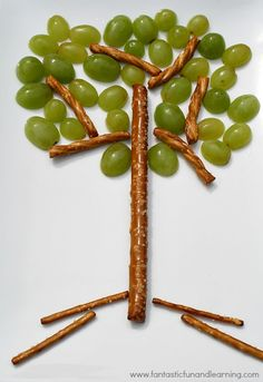 Tree Snack for Kids.Kids can have fun creating their own healthy snack and learn about the parts of a tree, too! Selected for my Healthy Kid-Approved Snacks Board, sponsored by Del Monte Cute Snacks, Healthy Snacks For Kids, Cute Food, Good Food, Fun Food For Kids, Kids Food Crafts, Snacks Kids, Healthy Eating, Summer Snacks