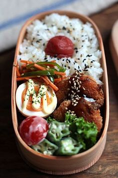 Pork belly cutlet bento box, with sides of mayo hard boiled egg, boiled okra, carrot & green pepper kinpira, and rice with sesame seeds & umeboshi Japanese Bento Box, Japanese Meals, Bento Recipes, Healthy Recipes, Menue Design, Whole 30 Lunch, Bento Box Lunch, Box Lunches, Snack