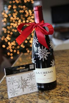 Christmas wine gift wrapping ideas, red ribbon with decorative stones. Wine Christmas Gifts, Christmas Gift Wrapping, Christmas Crafts, Handmade Christmas, Cadeau Grand Parents, Wine Gift Baskets, Wine Gifts, Bottle Crafts, Cork Crafts