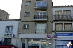 Vous êtes partant pour faire un achat immobilier entre particuliers dans l' Aude? Partez à la découverte de cet appartement F3 de 63 m² de surface habitable, situé au 2e étage sans ascenseur d'une résidence en comprenant 3 à Port-la-Nouvelle. Ce logement est en vente 100 % entre particuliers. http://www.partenaire-europeen.fr/Annonces-Immobilieres/France/Languedoc-Roussillon/Aude/Vente-Appartement-F3-PORT-LA-NOUVELLE-J2002302 #appartement