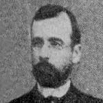 Ramón Serrano Montaner (1848-1936) 1866 ingresa a la Escuela Naval. 1871 Guardiamarina, hizo trabajos hidrográficos en los canales del sur. 1879 embarca en la cañonera Magallanes, después pasa al Cochrane y participa en el combate de Angamos. 1881 asciende a Capitán de Corbeta y más tarde a Subdirector de la Escuela Naval.
