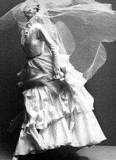 Richard Avedon, Dorian Leigh in weddingl dress by Molyneux, Harper's Bazaar, october 1949