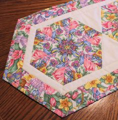 Spring and Easter Flowers Table Runner Quilt @QuiltSewPieceful