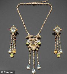 1963 film Cleopatra jewels