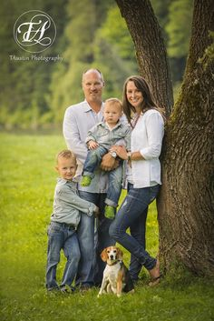 TAustin Photography | Snoqualmie Family Photography..minus the Crocs.  Like the color scheme for outside pics.