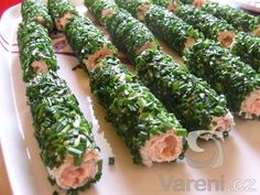 Recipe picture: Rolls of toast bread with salmon Vegetarian Recipes, Cooking Recipes, Healthy Recipes, Modern Food, Brunch, Fun Easy Recipes, Small Meals, Food Decoration, Home Food