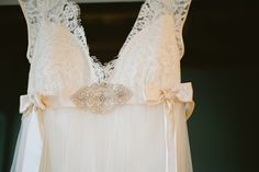 Real bride Marianne's 'Queen Anne's Lace' wedding gown by Claire Pettibone - Photo: Véronique Moisan Photography