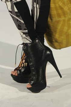 Amazing shoes from L.A.M.B (@gwenstefani) at #NYFW!