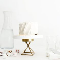 A simple, modern cake stand that you can make with just a few materials!