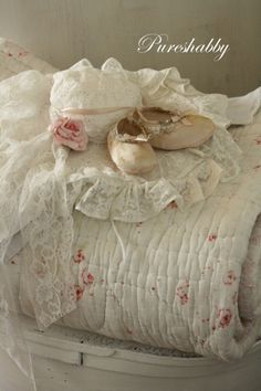 I love all these things, the beautiful lace, the rose quilt ...and the teeny, vintage baby shoes ~❥
