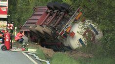 Gefahrguttransporter auf der B206 umgestürzt