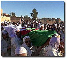 Encore un mort & quatre #blessés à #Ghardaïa #Algéria Les responsabilités cachées dans une #politique de vacance Encore un mort et 4 blessés à Berriane, un quartier/village non loin de la ville de Ghardaïa. Les affrontements, entre berbères et arabes, ont la particularité ethnique. Elle est arrangée de manière à ce que les ressorts religieux et plus généralement traditionnels, fassent des cadavres dans une rivalité que les Algériens s'en passent de la faire taire ou de la terminer. Le…