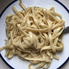 A creamy, dreamy fettuccine Alfredo pasta dinner for one. Dinner For One, Fettuccine Alfredo, Food 52, Small Things, Pasta Dishes, Yummy Treats, Nom Nom, Spaghetti, Ethnic Recipes